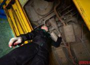 Проверка на люфты в крестовинах карданного вала и хвостовика заднего редуктора