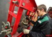 Замена подшипника ступицы с помощью преса , который создает усилие до 50 тонн на см2